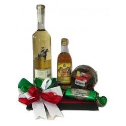 Viva México con Mezcal y licor de almendra Orendain
